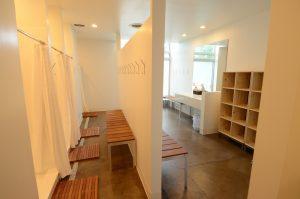 yoga Sunné studio locker room